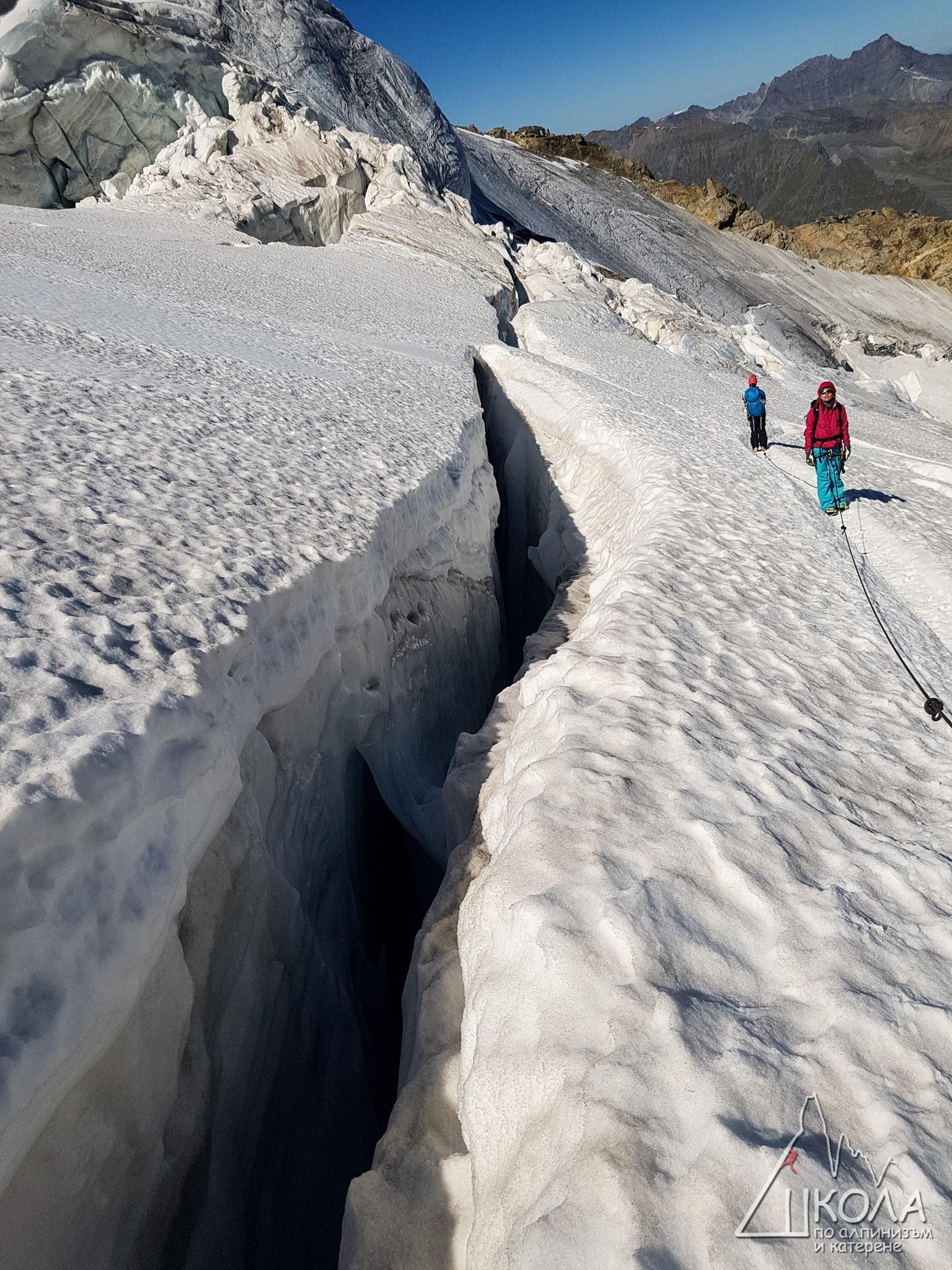 f60dc156128 Изкачване на вр. Вихрен по Джамджиев ръб - Vagabond Travel