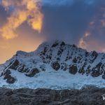 връх Алпамайо по залез, Перу