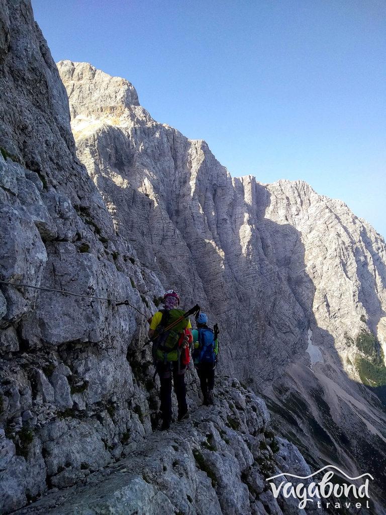 Пътеката за изкачване на Триглав през долината Vrata е въздушна и наситена с шеметни гледки